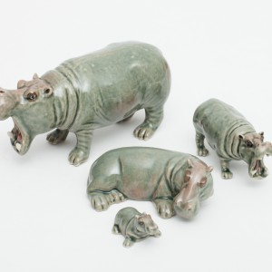 Ceramic hippo lrg/sml/mama with baby